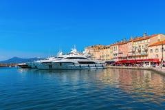 Sikt i hamnen av Saint Tropez, Frankrike Arkivbilder