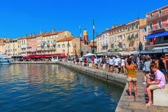 Sikt i hamnen av Saint Tropez, Frankrike Arkivbild