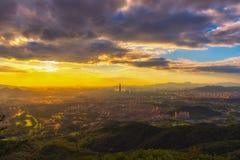 Sikt i Seoul för solnedgång och byggnader Arkivfoton