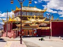 Sikt i Yarchen Gar Monastery Fotografering för Bildbyråer