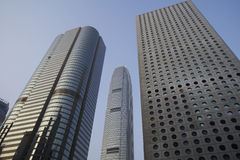 Sikt Kina Hong Kong för låg vinkel av skyskrapor Royaltyfri Fotografi