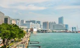 Sikt längs Tsimen Sha Tsui Promenade i Hong Kong arkivfoto