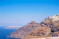 Sikt in mot Oia från Thira, Santorini, Grekland royaltyfri bild