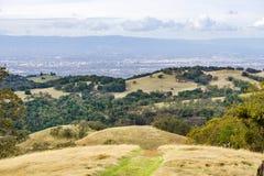Sikt in mot San Jose och södra San Francisco Bay från Joseph Grant County Park, Kalifornien arkivfoto