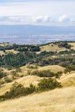 Sikt in mot San Jose och södra San Francisco Bay från Joseph Grant County Park, Kalifornien royaltyfri bild