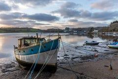 Sikt in mot Truro på lågvatten, Malpas, Cornwall royaltyfri fotografi