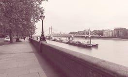 Sikt ner Chelsea Embankment London Royaltyfri Foto