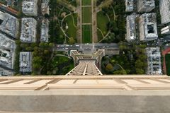Sikt ner till Eiffeltorn Royaltyfri Foto
