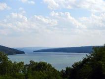 Sikt ner västra Y av Keuka sjön arkivbild