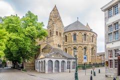 Sikt på absid av basilikan vår dam i Maastricht - Nederländerna Fotografering för Bildbyråer