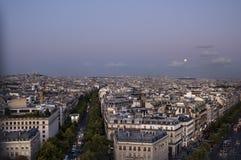 Sikt på avenydes Champs-Elysees Arkivfoto