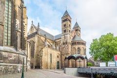 Sikt på basilikan av helgonet Servatius i Maastricht - Nederländerna Arkivbild