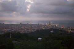 Sikt på Batumi, Georgia på skymning Arkivfoto