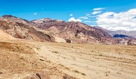 Sikt på bergen med pyramidmaximumet royaltyfria bilder