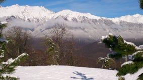 Sikt på bergen mot blå himmel royaltyfri fotografi