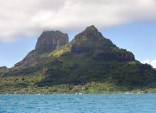 Sikt på berget Otemanu polynesia arkivfoto