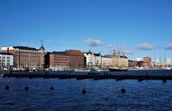 Sikt på bostads- hem på hamnen av Helsingfors arkivbild
