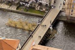 Sikt på bron i tjeckiska Krumlov Fotografering för Bildbyråer