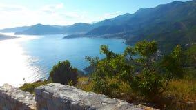 Sikt på Budva riviera, Montenegro, kustlinje Arkivbild