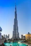 Sikt på Burj Khalifa, Dubai, UAE, på natten Royaltyfri Foto