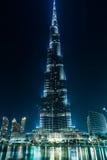 Sikt på Burj Khalifa, Dubai, UAE, på natten Royaltyfria Bilder