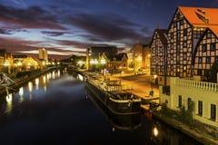 Sikt på Bydgoszcz i Polen under en soluppgång arkivbilder