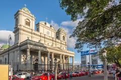Sikt p? byggnaden av den storstads- domkyrkan i San Jose - Costa Rica royaltyfria bilder