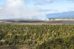 Sikt på caldera och djungel på Hawaii den stora ön royaltyfri fotografi