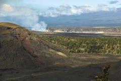 Sikt på caldera och djungel på Hawaii den stora ön fotografering för bildbyråer