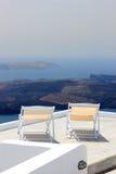 Sikt på caldera och havet från balkong arkivfoton