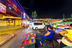 Sikt på dagligt liv i Manila på natten royaltyfria foton