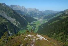 Sikt på dalen av Engelberg Arkivbilder