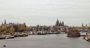Sikt på delen av gamla Amsterdam, Nederländerna Royaltyfri Foto