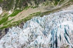 Sikt på den Argentiere glaciären Fotvandra till den Argentiere glaciären med th royaltyfri bild
