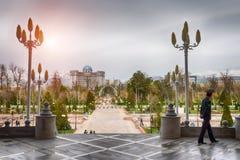 Sikt på den centrala fyrkanten av Dushanbe, Tadzjikistan Royaltyfri Fotografi