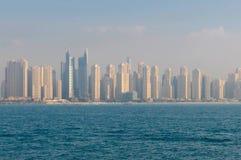 Sikt på den Dubai marina Royaltyfria Bilder