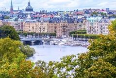 Sikt på den förmögna Stockholm från en kulle Royaltyfri Fotografi