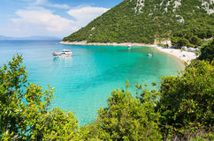 Sikt på den fantastiska fjärden med den härliga stranden i södra Dalmatia, Kroatien arkivfoton