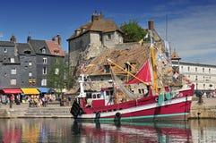 Sikt på den gamla hamnen av Honfleur Calvados Frankrike royaltyfri bild