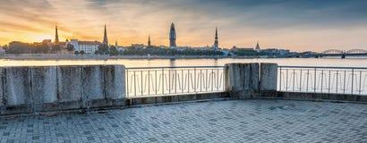 Sikt på den gamla Riga staden, Lettland Arkivbilder