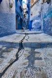 Sikt på den gamla smala traditionella gatan på Medina Arkivfoton