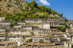Sikt på den gamla staden av Berat i Albanien Arkivfoton