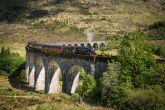 Sikt på den Glenfinnan viadukten Royaltyfri Foto