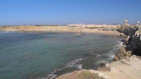 Sikt på den härliga stranden i Peniche, Portugal lager videofilmer