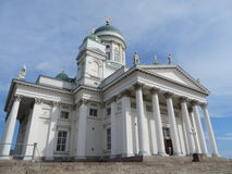 Sikt på den Helsingfors domkyrkaHelsingin tuomiokirkkoen i Finland Royaltyfri Fotografi