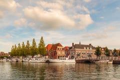 Sikt på den historiska hamnen av staden av Weesp Arkivfoto