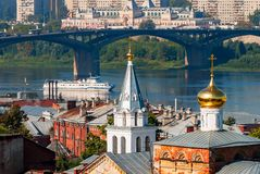 Sikt på den Kanavinsky bron Nizhny Novgorod Ryssland Royaltyfri Fotografi