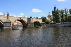 Sikt på den Karls bron Arkivfoto