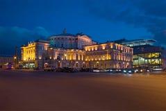 Sikt på den Mariinsky teatern en natt i april Turist- gränsmärke av staden St Petersburg Fotografering för Bildbyråer