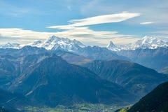 Sikt på den Matterhorn och Monte Rosa massiven royaltyfria bilder